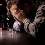 Алкогольная депрессия: симптоматика, причины и методы лечения