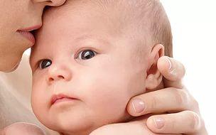 Чому плаче немовля і як йому допомогти